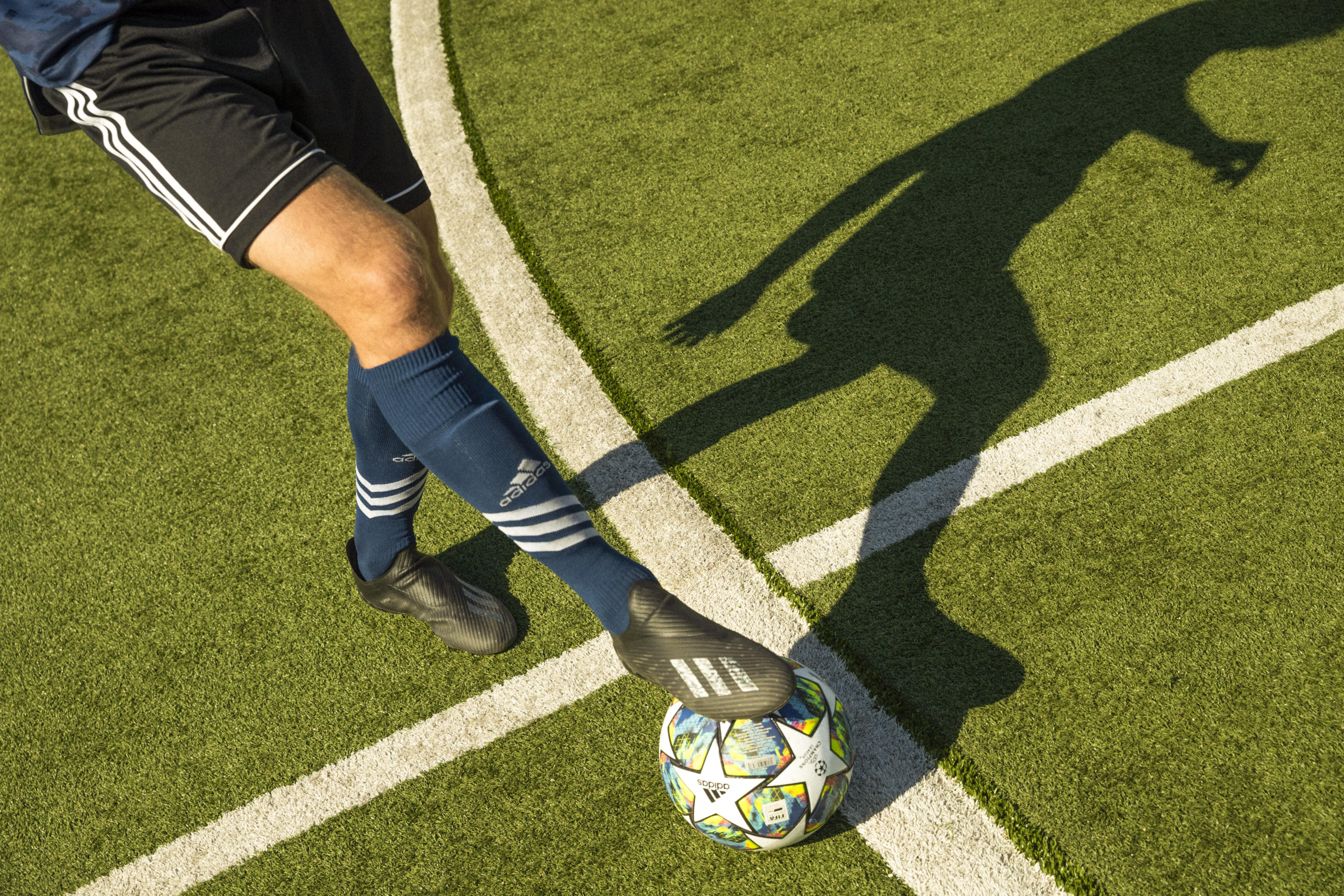 How-To-Kick-A-Soccer-Ball-Image-1