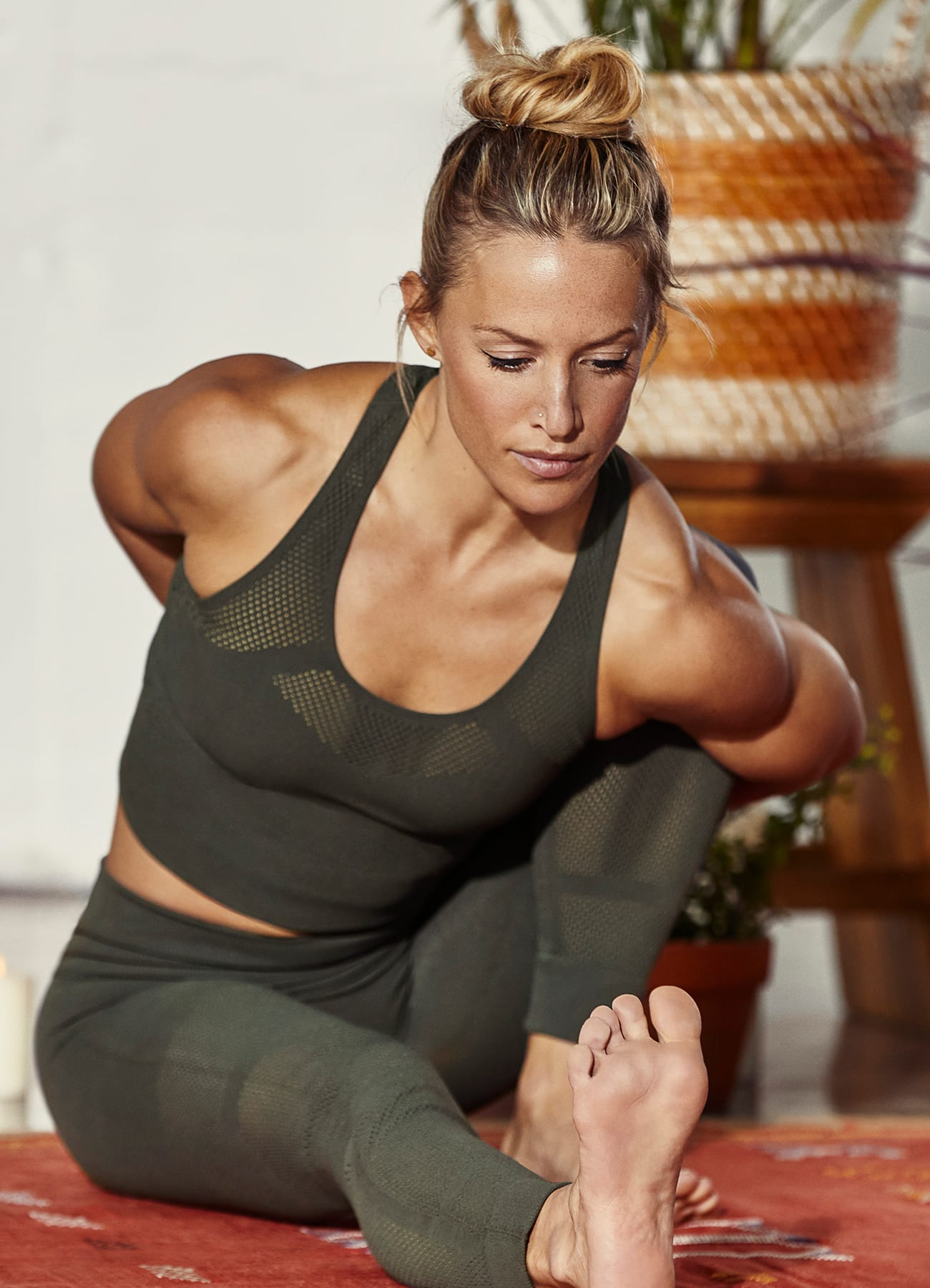 training-fw19-bras-and-tights-story-page-image-portrait-dec