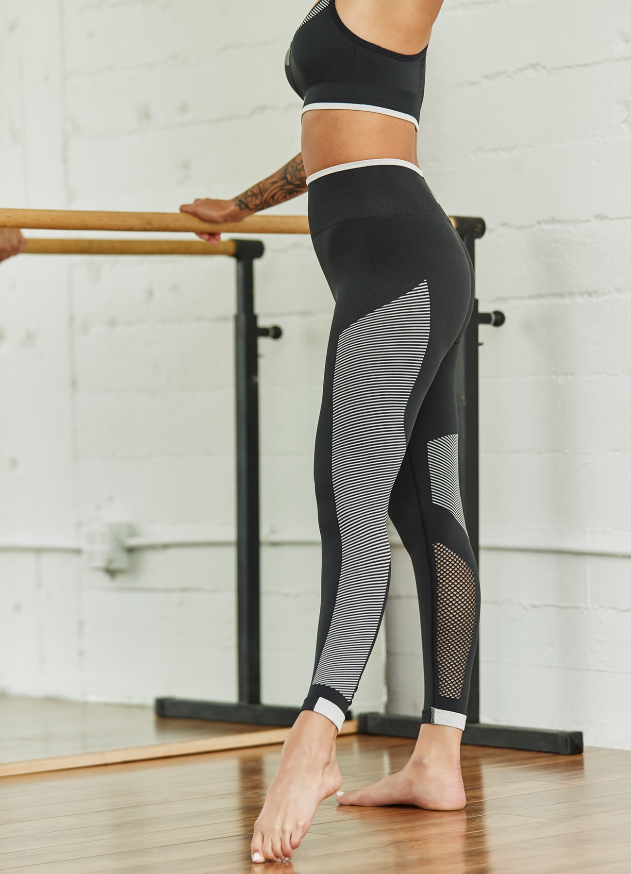 training-fw19-bras-and-tights-story-page-image-portrait-nov