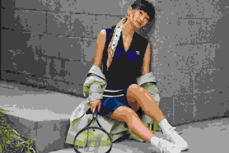 Girl wearing casual tennis close
