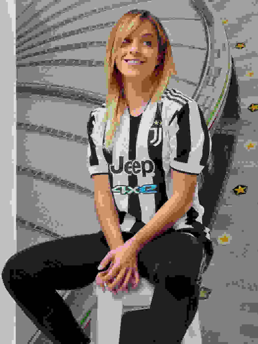Female Player wearing Juventus Home Jersey