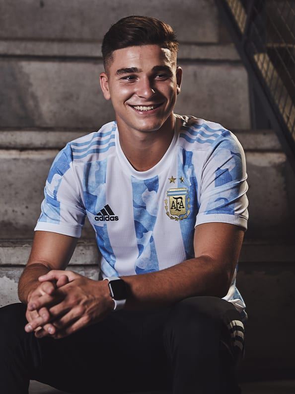 Julían Álvarez proudly wearing the new Argentina Home jersey