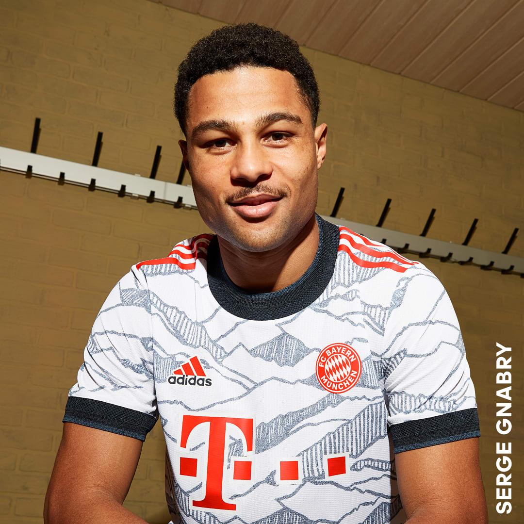 Football White FC Bayern 21/22 Third Jersey