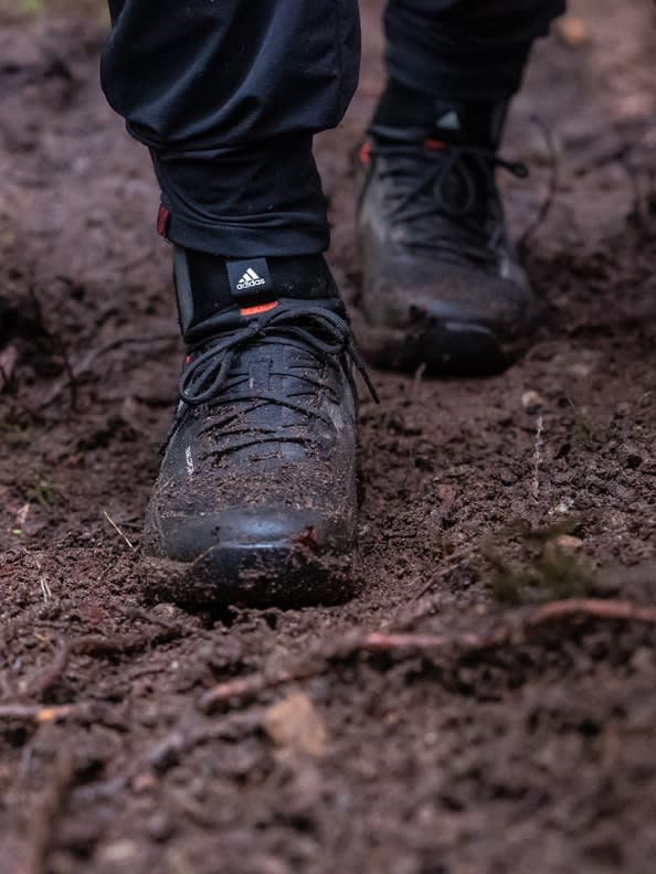 muddy-outdoor-shot-of-the-adidas-fiveten-trailcross-goretex-shoe-front-view