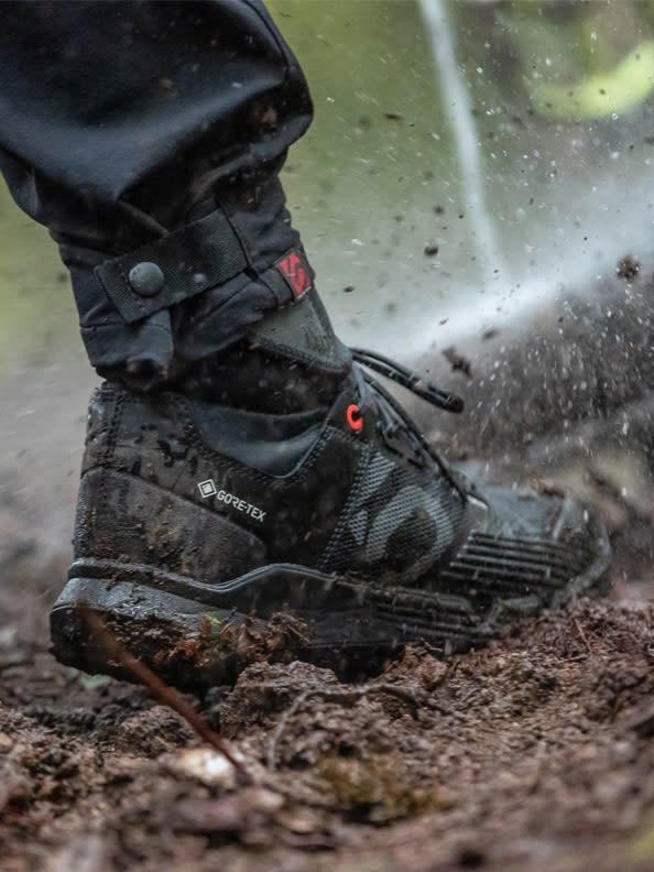 rainy-outdoor-shot-of-the-adidas-fiveten-trailcross-goretex-shoe-side-view
