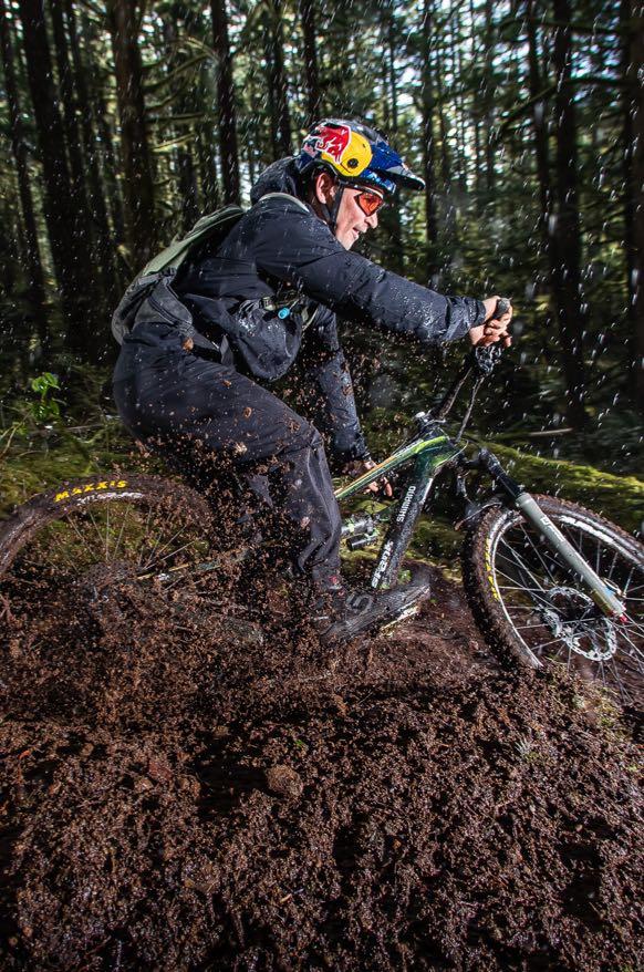 darren-berrecloth_biking_in_muddy_forest_equipped_with_adidas-fiveten-trailcross-goretex-shoe