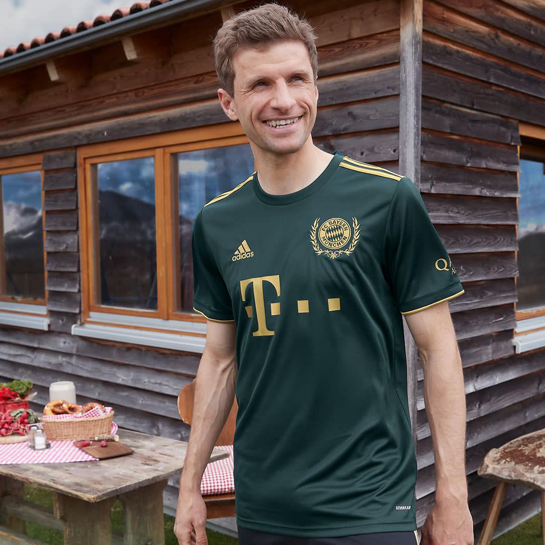 Men's Soccer Green FC Bayern 21/22 Wiesn Jersey