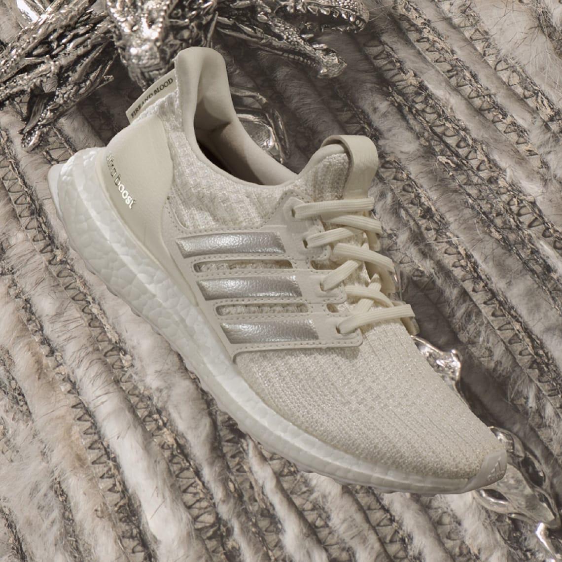 null, (Off White / Silver Metallic / Core Black), 22 March