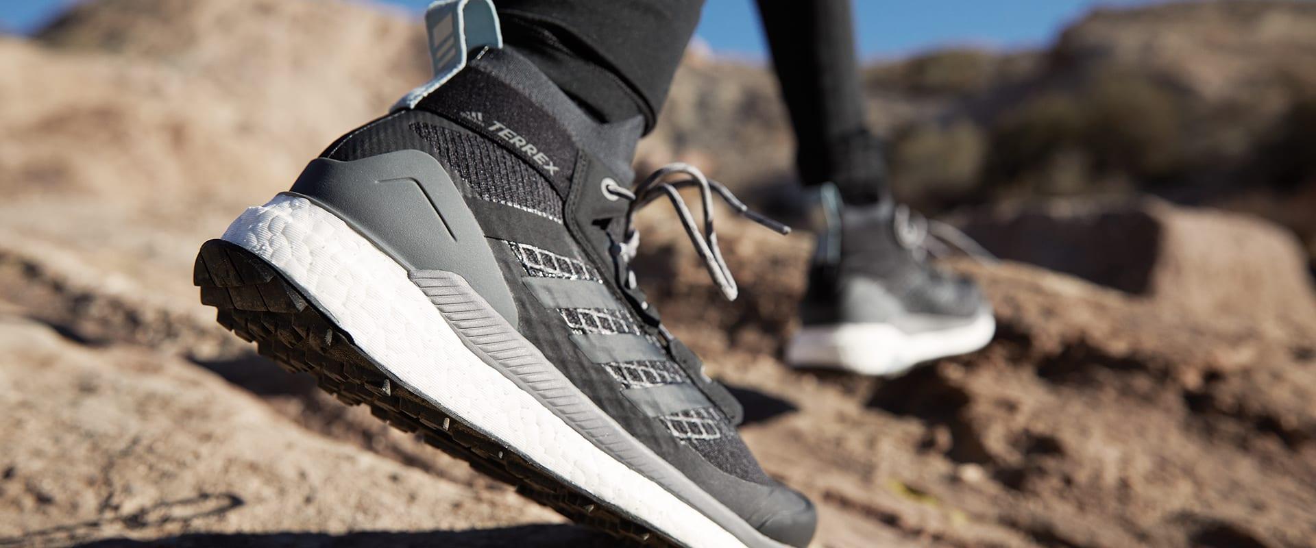Trek de adidas TERREX Free Hiker aan en ontvlucht het lawaai.