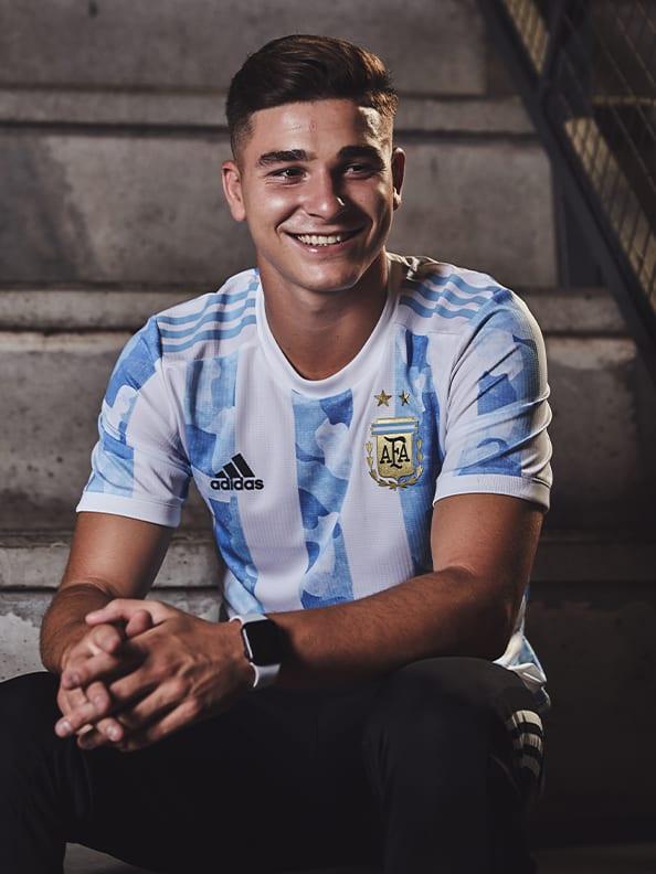Julían Álvarez proudly wearing the new Argentina Home jersey